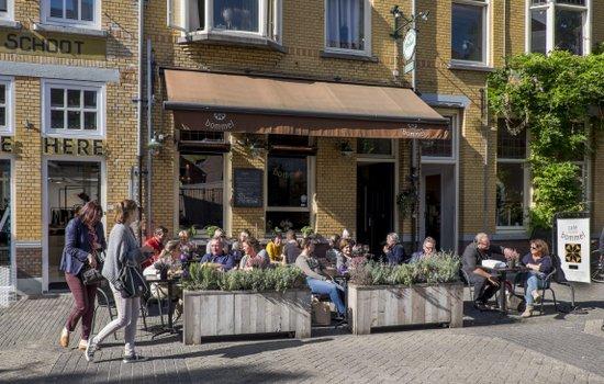 Eindhoven_Bommel_cafe_02.jpg