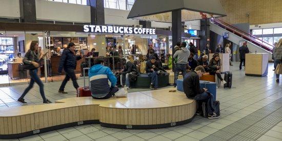 Eindhoven_Starbucks_Coffee-station