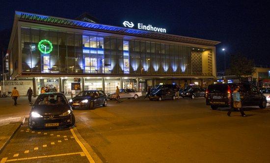 Eindhoven_Station nacht